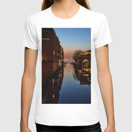 LANDSCAPE PHOTO OF RIVER WITH BOATS BESIDE A BUILDING T-shirt