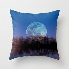 Luna arborum a tergo Throw Pillow