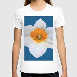 DECORATIVE ORANGE CENTERED WHITE DAFFODIL TEAL ART T-shirt
