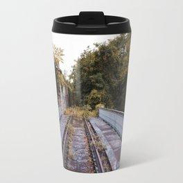 Le pont de fer le long du chemin de fer de la Petite Ceinture Travel Mug