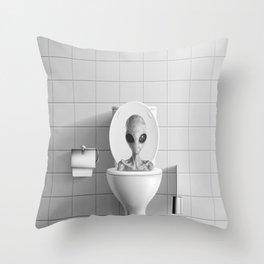 Aliens in the Toilet ! Throw Pillow