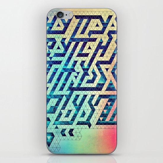 hyttys bytch 'n thys plyyz iPhone & iPod Skin