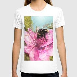 Bee on flower 17 T-shirt