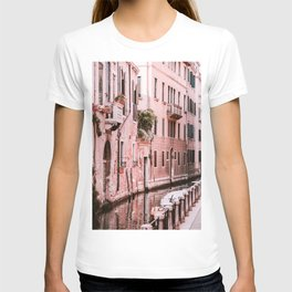 Venice pink canal with old buildings travel photography T-shirt