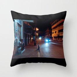 Una Noche Tranquila En Honduras Throw Pillow