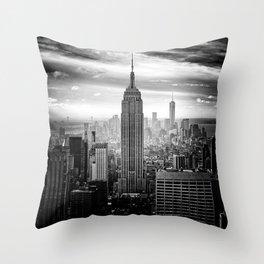 New york city black white 2 Throw Pillow