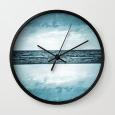 L'île invisible . . . Wall Clock