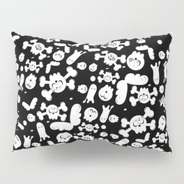 Skulls and ghosts pattern in black Pillow Sham