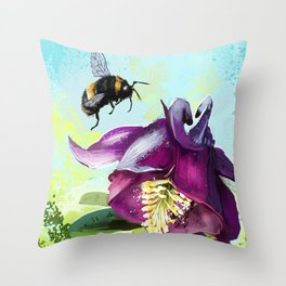 Bee flying 14 Throw Pillow