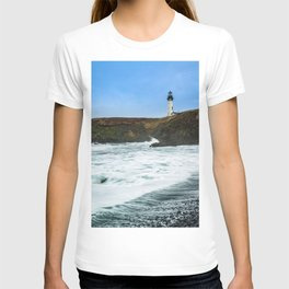 Receding waves at Yaquina Head Lighthouse in Newport, Oregon T-shirt