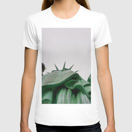 New York City: Statue of Liberty (Color) T-shirt