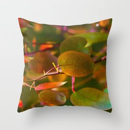 Never leaf Throw Pillow