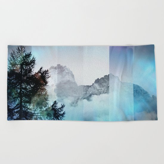 Boreal Lights on the Mountains Beach Towel