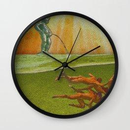 Pisse dans la piscine Wall Clock