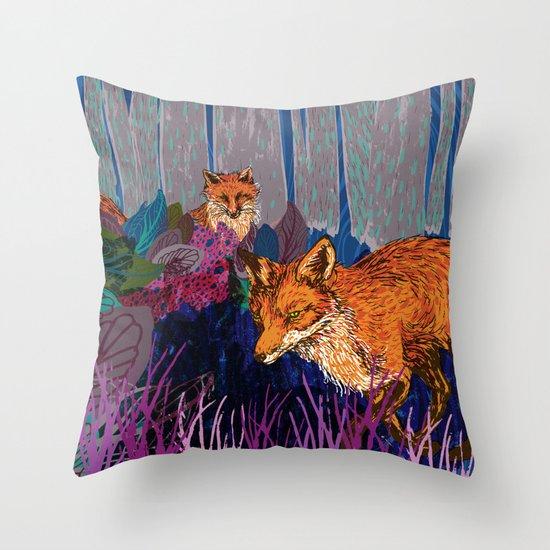 night hunt Throw Pillow
