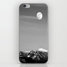 Howlin' At The Moon iPhone & iPod Skin