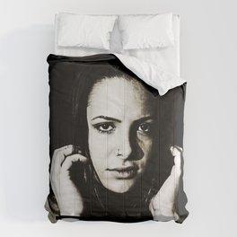 Captive Stare Comforters