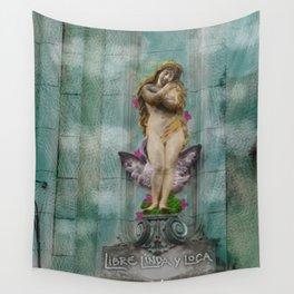 Libre, linda y loca! Wall Tapestry