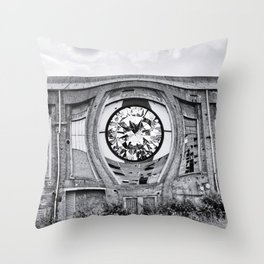 Diamant in Industrie Ruine Throw Pillow