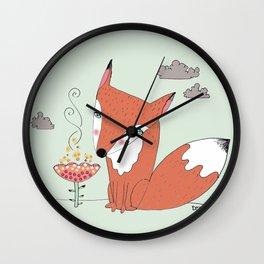 un renard dans la cours Wall Clock