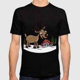 Reindeer Munches a Cap T-shirt