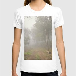 Dream forest. Into the foggy woods. Sierras de Cazorla T-shirt