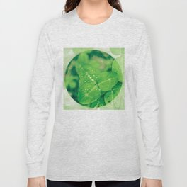 Clover leaf in the rain Long Sleeve T-shirt