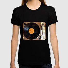 Vintage Pioneer Turntable 1976 Electronics PL-117D T-shirt