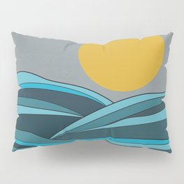 The ocean, waves and sun Pillow Sham