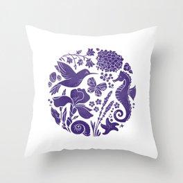 La vie en ultra violet Throw Pillow