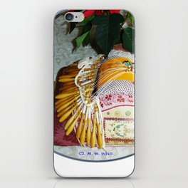 Carreau de dentellière du Val d'Allier et plante fleurie iPhone Skin