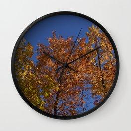 Les arbres dans le ciel Wall Clock
