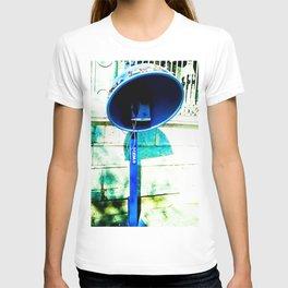 Nobody calls me. T-shirt