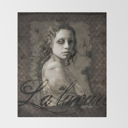 La luxure Throw Blanket