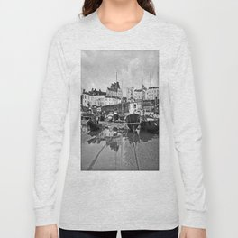 Tenby Harbour Boats.Pembrokeshire.B+W. Long Sleeve T-shirt