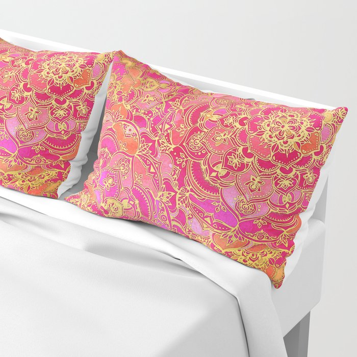 Hot Pink and Gold Baroque Floral Pattern Kissenbezug