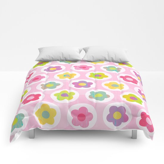 LAZY DAISY PINK Comforters