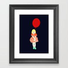 En röd ballong Framed Art Print