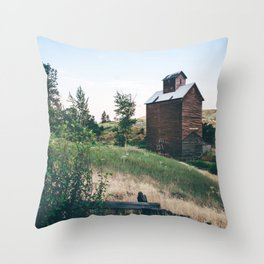 Wooden Grain Silo in Boyd, Oregon Throw Pillow