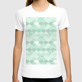 Geometrical mint green white elegant scallop pattern T-shirt