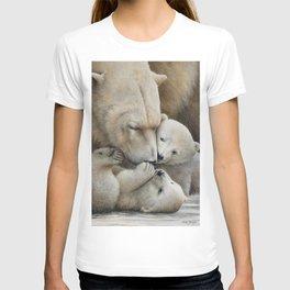 """Nanuk family"" Polar bear by Claude Thivierge T-shirt"