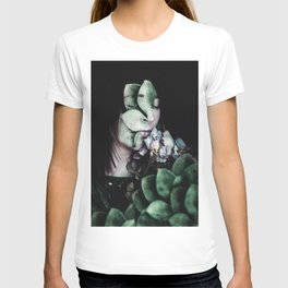 VEE'S B T-shirt
