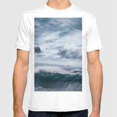 He inoa wehi no Hookipa  Pacific Ocean Stormy Sea White MEDIUM Mens Fitted Tee
