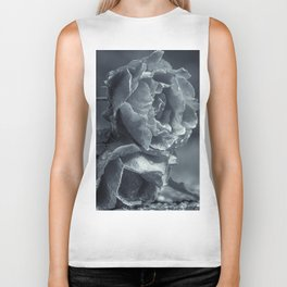 Lying black and white roses covered by raindrops Biker Tank