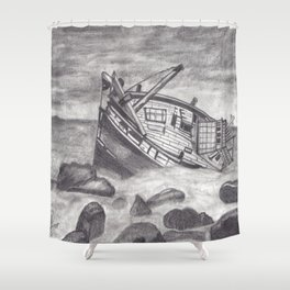 Barco hundido Shower Curtain