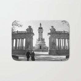 Couple at Madrid monument Bath Mat