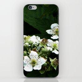 Fraises des bois Flowers iPhone Skin