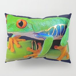 TREE FROG ON BAMBOO Pillow Sham