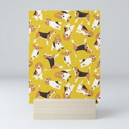 beagle scatter yellow Mini Art Print