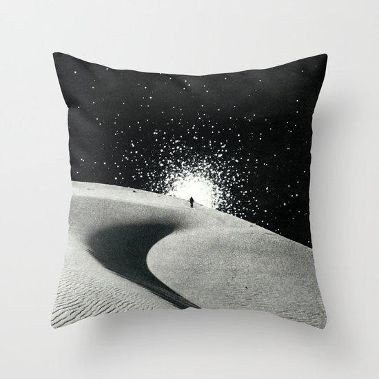 Un tizio che non ha capito che quelle luci non sono un buon segno Throw Pillow